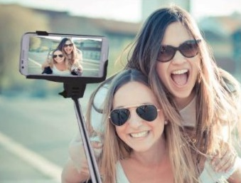 Selfie Wireless Monopod Manta Ma421 (maner Telescopic) Universal  Conexiune Bluetooth Negru